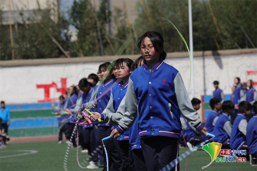 郑州市上街v初中初级中学与香港曾璧山初中缔结窃听全文中学女生阅读图片
